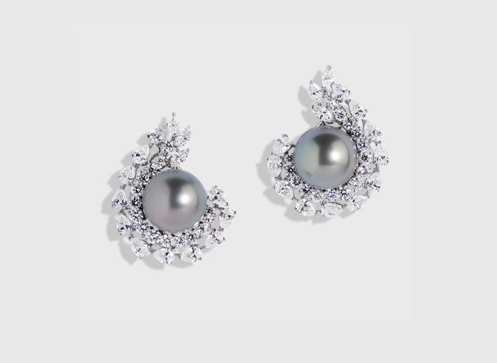 Orecchini con diamanti e perle di Tahiti