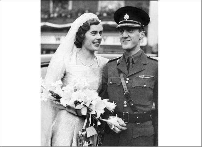 Patricia Edwina Victoria Mountbatten nel giorno del matrimonio con il marito, John Knatchbull
