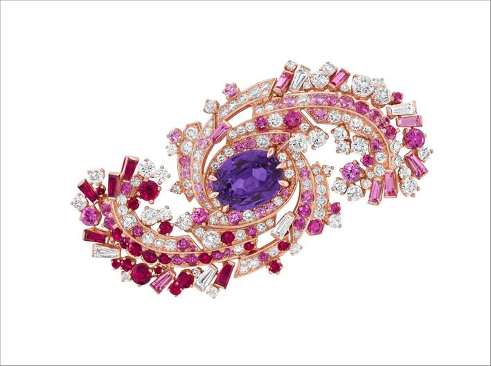 Una cometa composta da zaffiri, rubini e diamanti