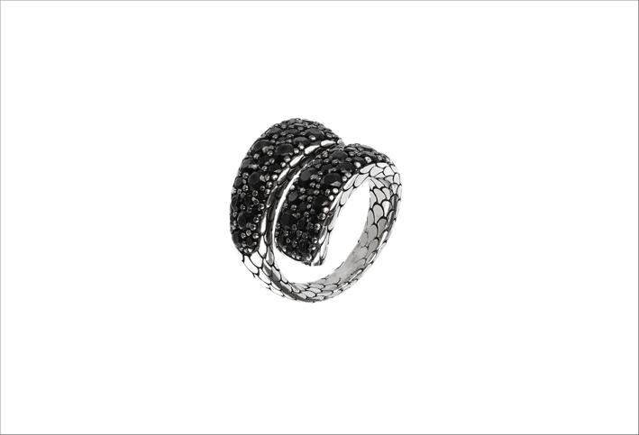 Anello contrarié in argento e spinello nero