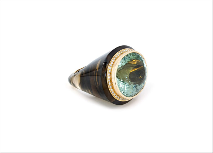 Anello in oro con acquamarina, quarzo fumé, diamanti