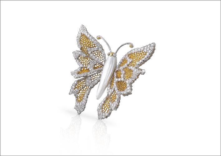 Spilla in oro bianco e giallo, con diamanti e perla barocca by Buccellati