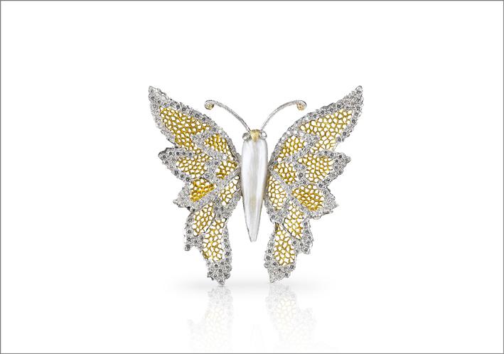 Spilla della serie Butterfly in oro giallo e bianco, con perla barocca e diamanti