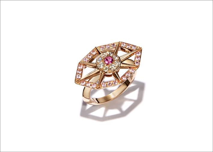 Anello in oro rosa, diamanti, zaffiro rosa