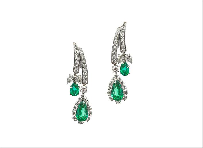 Orecchini in oro bianco 18 carati con diamanti e smeraldi