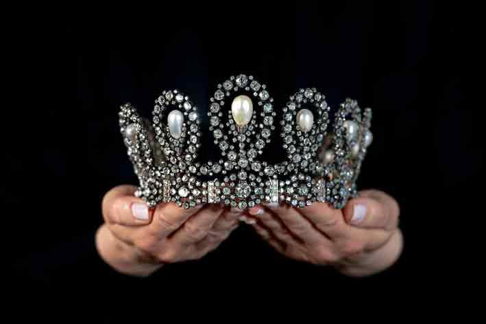 La tiara composta da perle naturali e diamanti