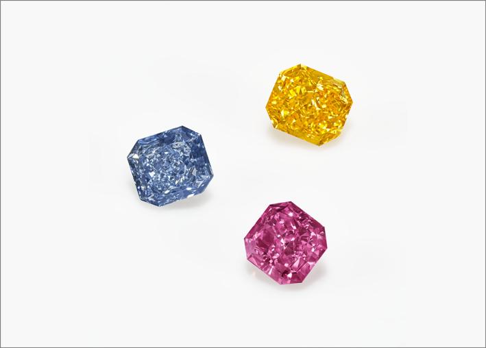 Diamanti blu, giallo e rosa violaceo