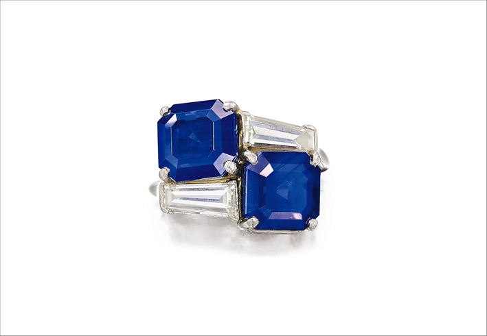 Anello di Cartier con due zaffiri del Kashmir e diamanti