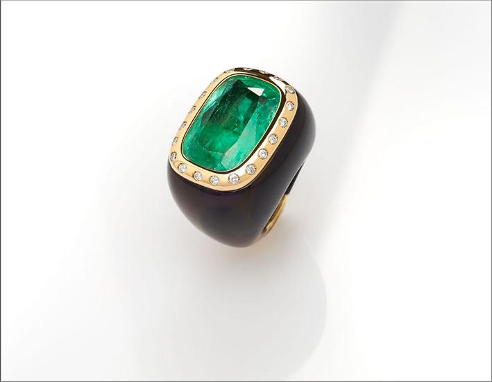 Anello con smeraldo di 33,95 carati