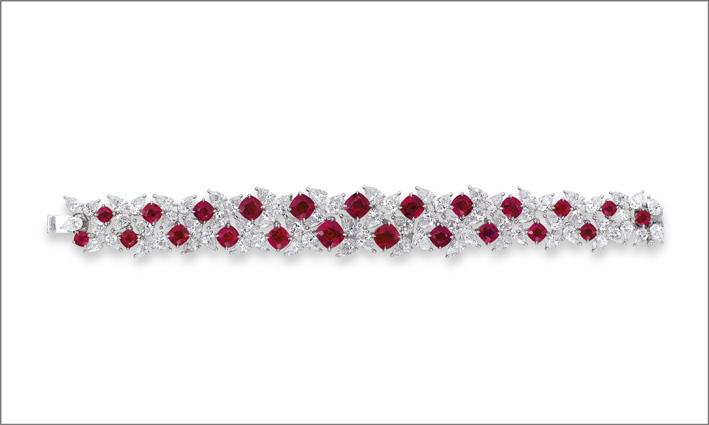 Bracciale con 23 rubini taglio cuscino e diamanti taglio pera