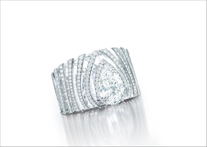 Bracciale di Cartier con diamante taglio pera di 63,66 carati e cristallo di rocca