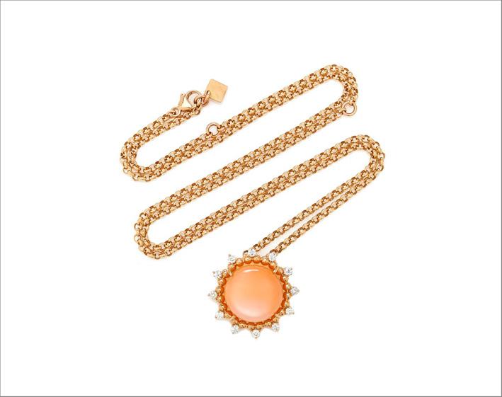 Collana in oro, pietra di luna pesca e diamanti
