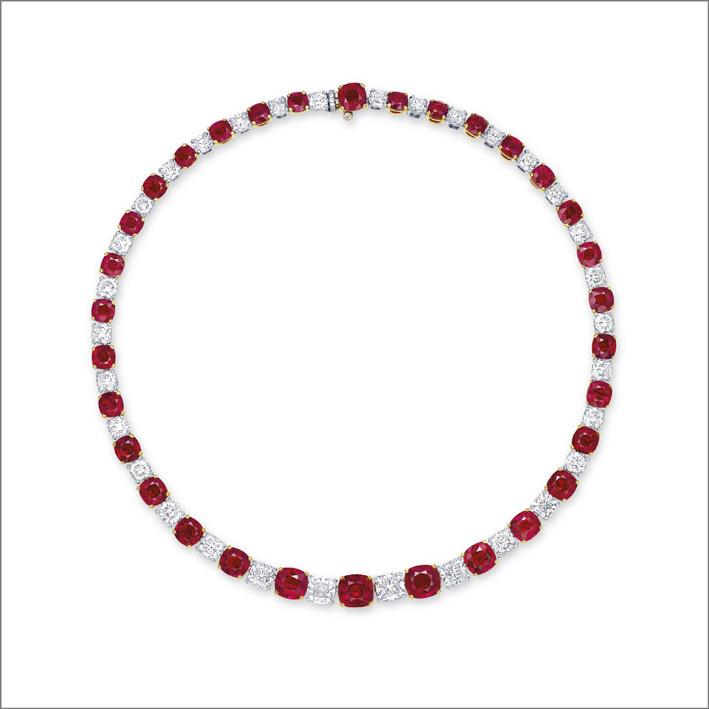 Collier con 32 rubini taglio cuscino alternati a diamanti