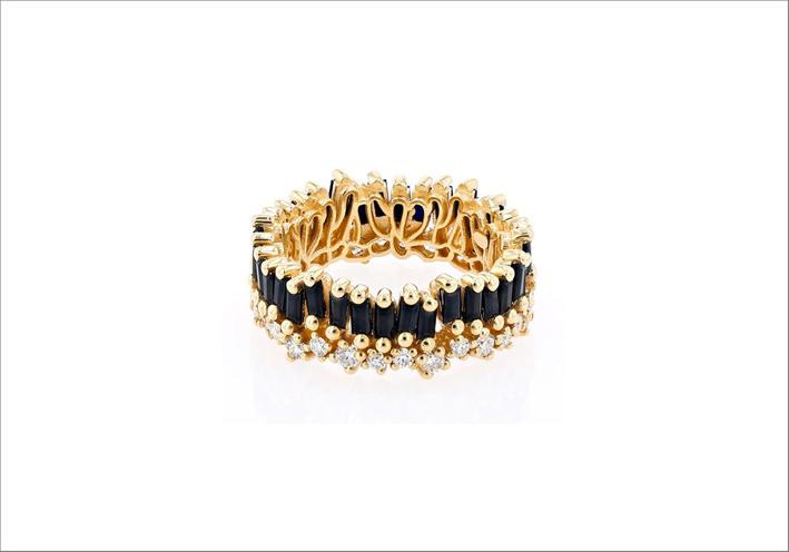 Anello in oro giallo, zaffiri neri e diamanti