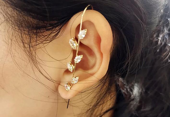 Ear Wrap Crawler Hook earring di Jolly Chic