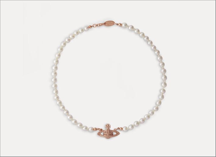 Collana in ottone placcato con l'emblema Orb, perle sintetiche