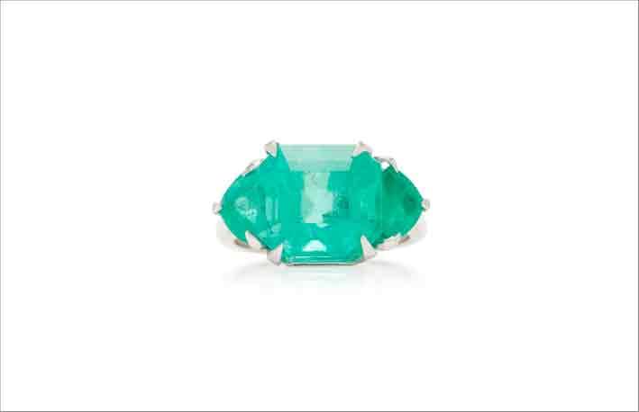 Anello in oro bianco 18 carati con diamanti e smeraldo