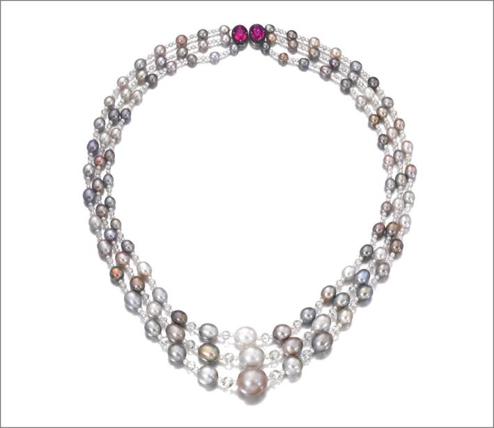 Collana di perle naturali, diamanti e rubini