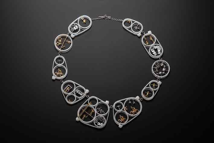 Asagi Maeda, da Lost in Jewellery. Collana in argento e bronzo placcato oro