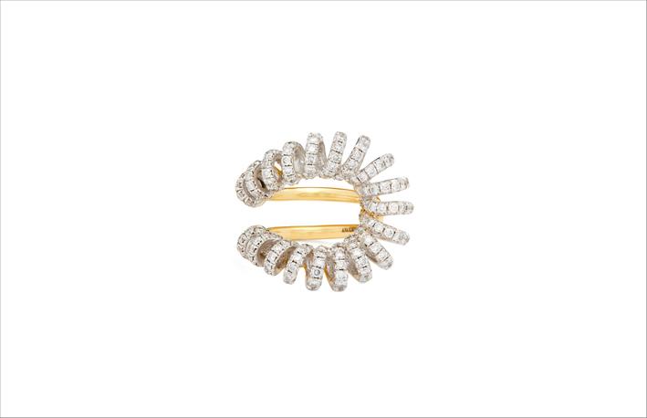 Anello in oro con diamanti della collezione Maia