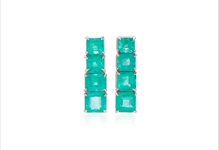 Orecchini in oro bianco 18 carati con smeraldi