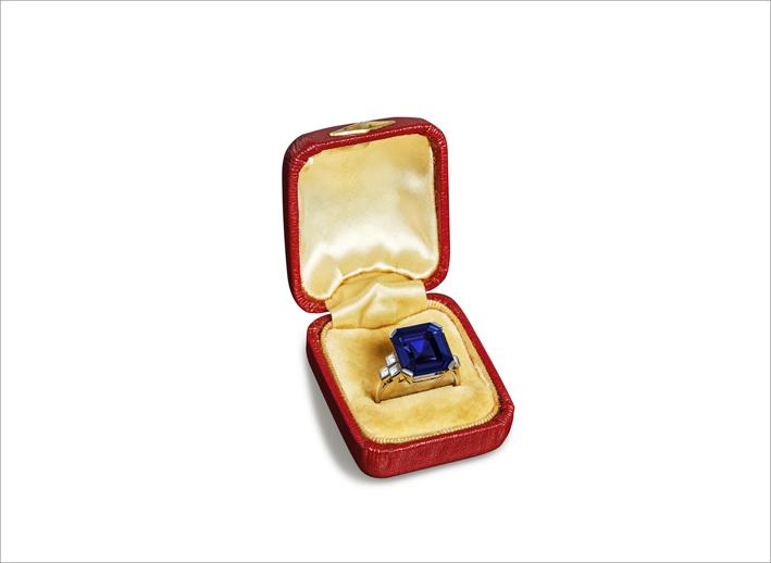 Anello Art Déco in platino e diamante con un raro zaffiro Ceylon ottagonale di circa 12 carati cangiante, non scaldato