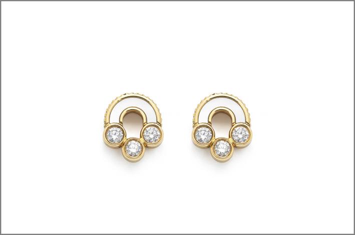 Orecchini in oro 18 carati, diamanti, madreperla
