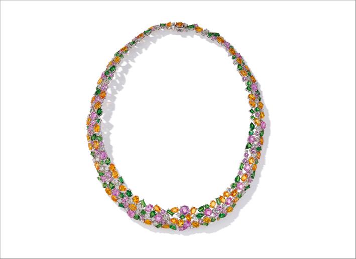 Collana di zaffiri colorati, diamanti, granato e tsavorite