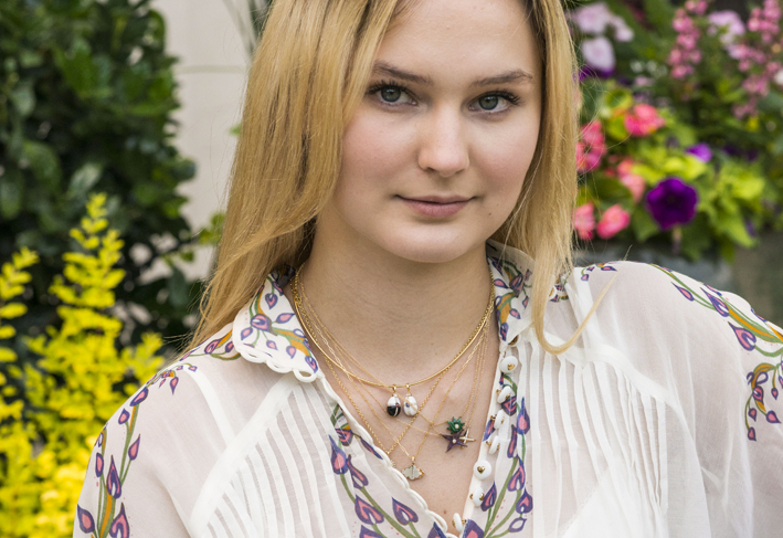 Collane di Evaness by Ri Noor indossate