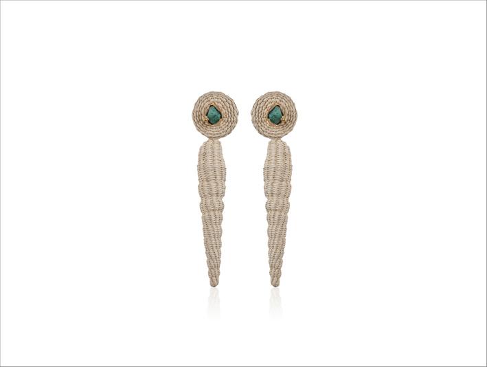Orecchini con fibre di palma, smeraldi naturali