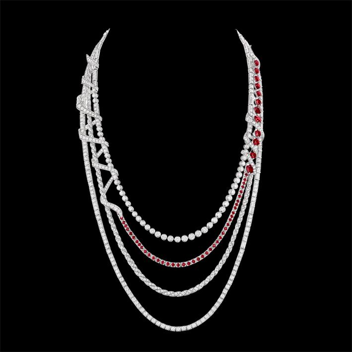 Collana in oro bianco, diamanti e rubini