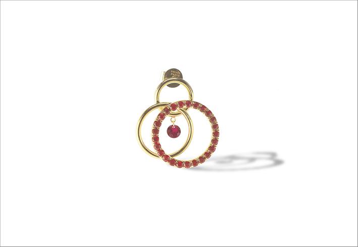 Orecchino singolo Tourbillon in oro 18 carati e rubini