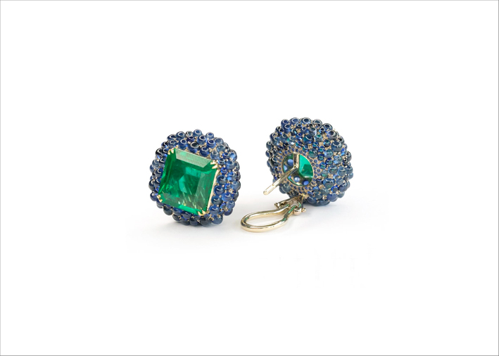 Orecchini con smeraldi e zaffiri